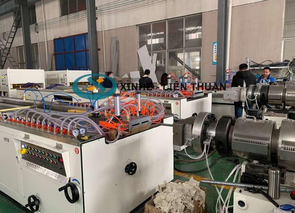 máy sản xuất tấm tủ pvc