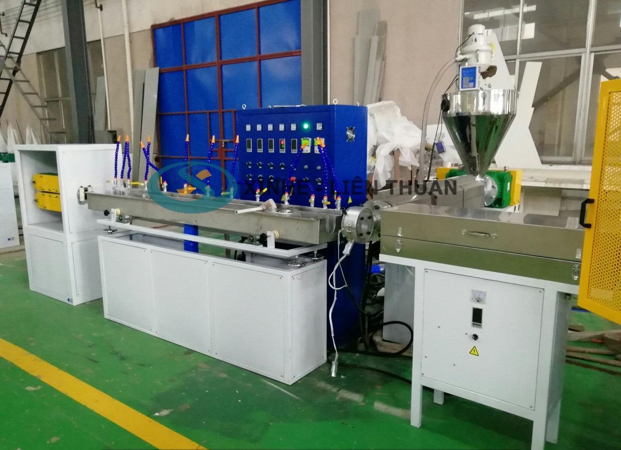 Máy sản xuất ống dẻo lưới PVC