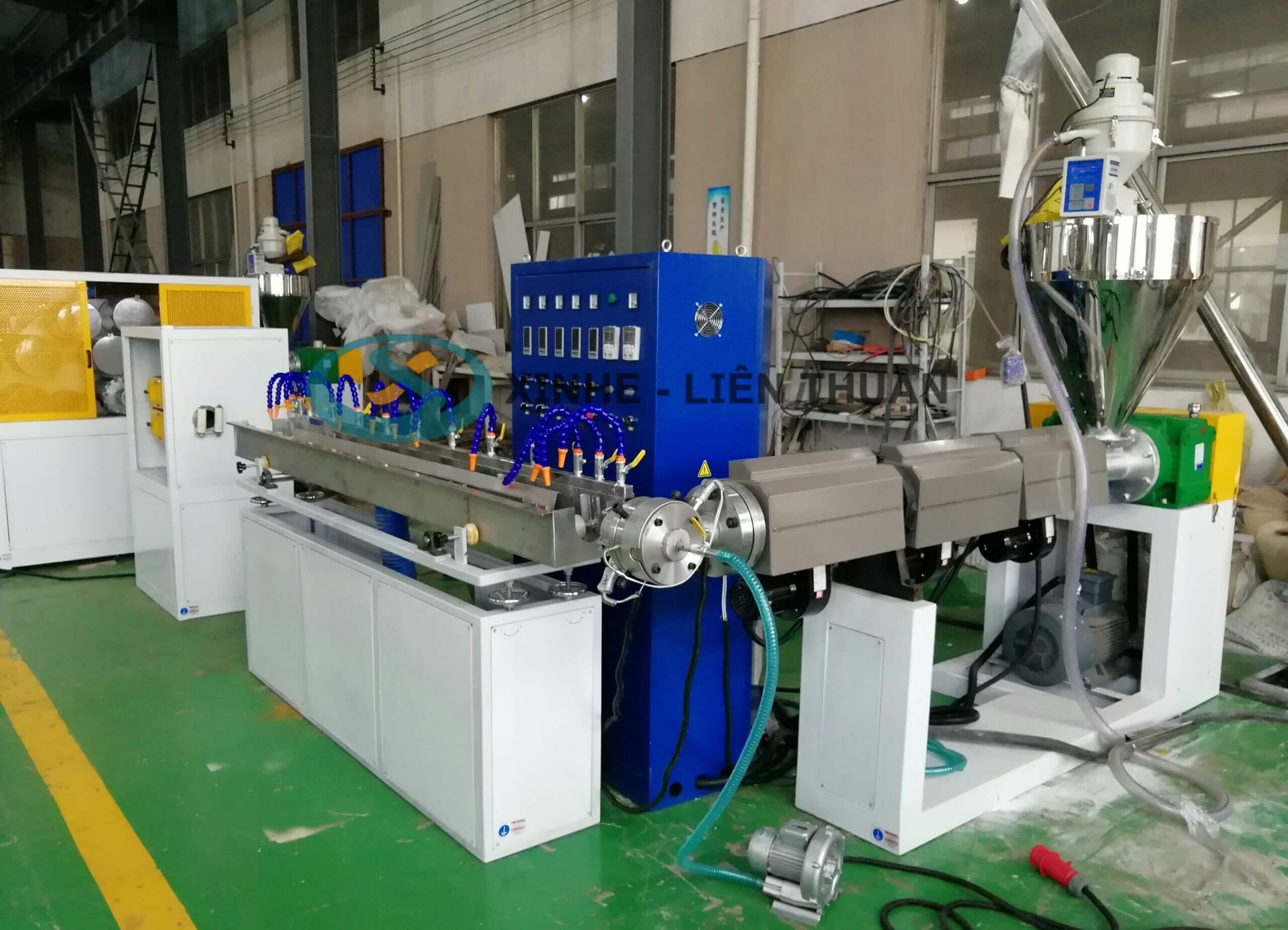 Hình ảnh máy sản xuất ống lưới dẻo PVC