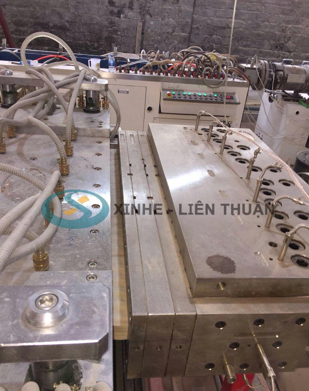 máy sản xuất cửa nhựa