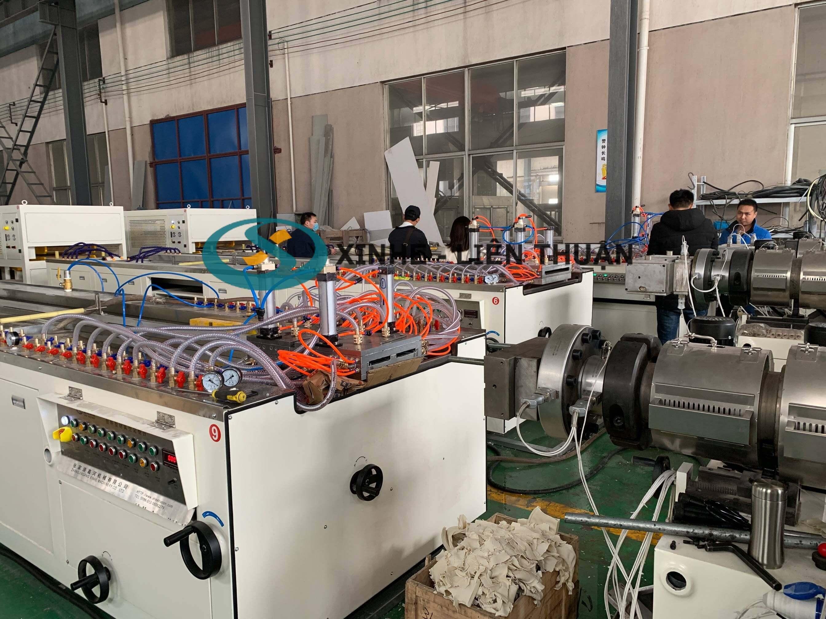 máy sản xuất tấm tủ nhựa pvc