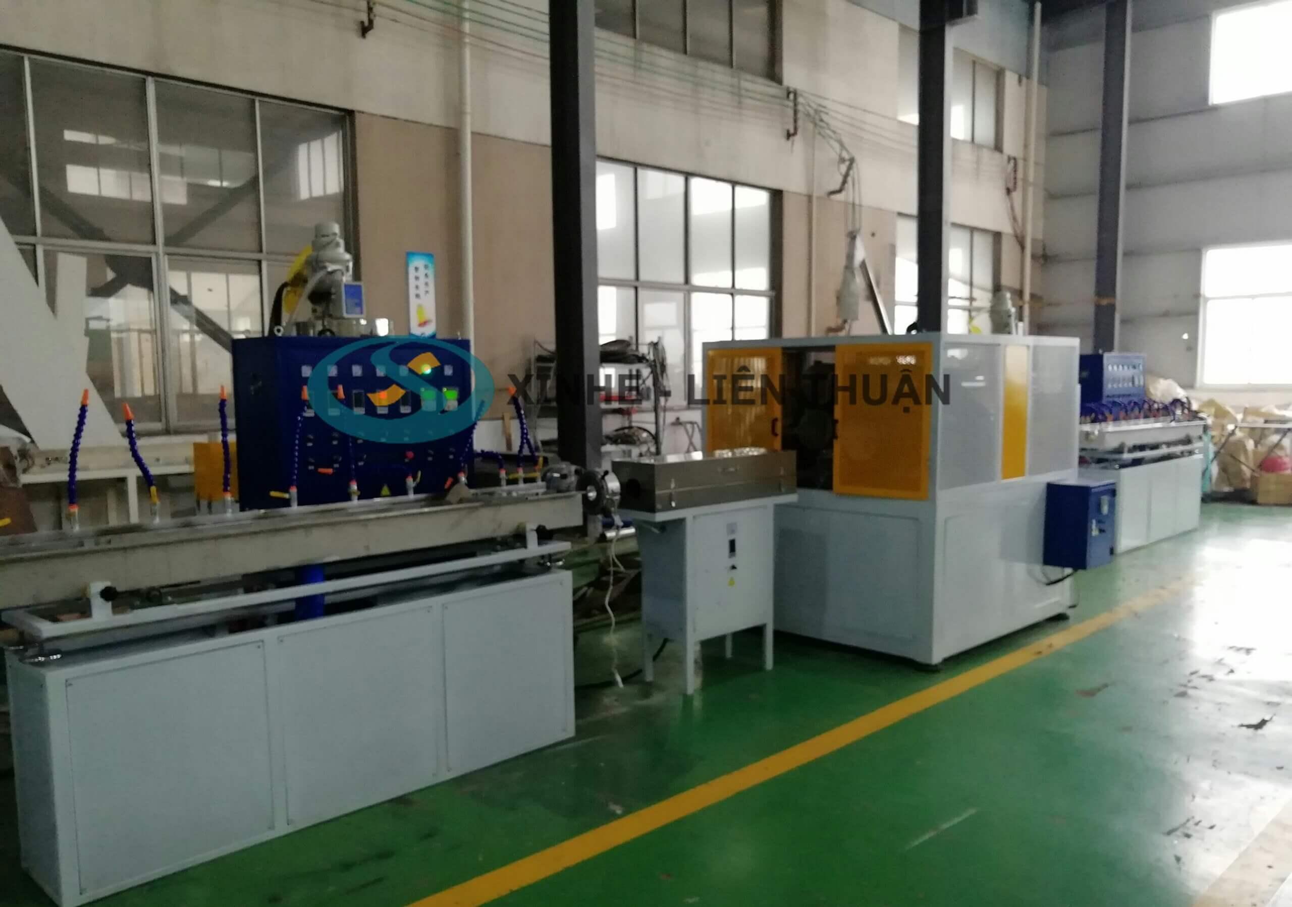 máy sản xuất ống lưới dẻo