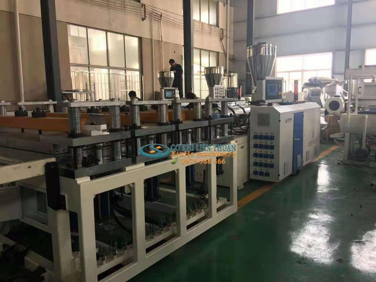máy sản xuất nhựa fomex